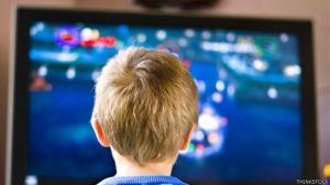 niño jugando ordenador